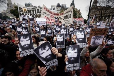 Primera manifestación en Plaza de Mayo, en reclamo por la aparición con vida de Santiago Maldonado, Buenos Aires, 11 de Agosto 2017. Foto: Hernán Zenteno