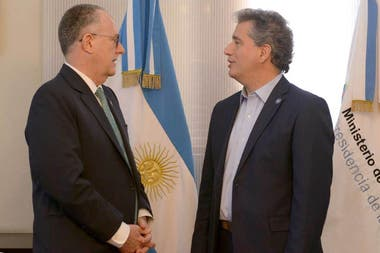 Julio Berdegué, subdirector regional de la FAO junto a Luis Etchevehere, ministro de Agroindustria de la Nación,