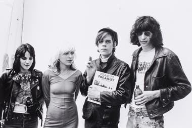 Joan Jett, Debbie Harry, David Johansen y Joey Ramone en Nueva York, 1977