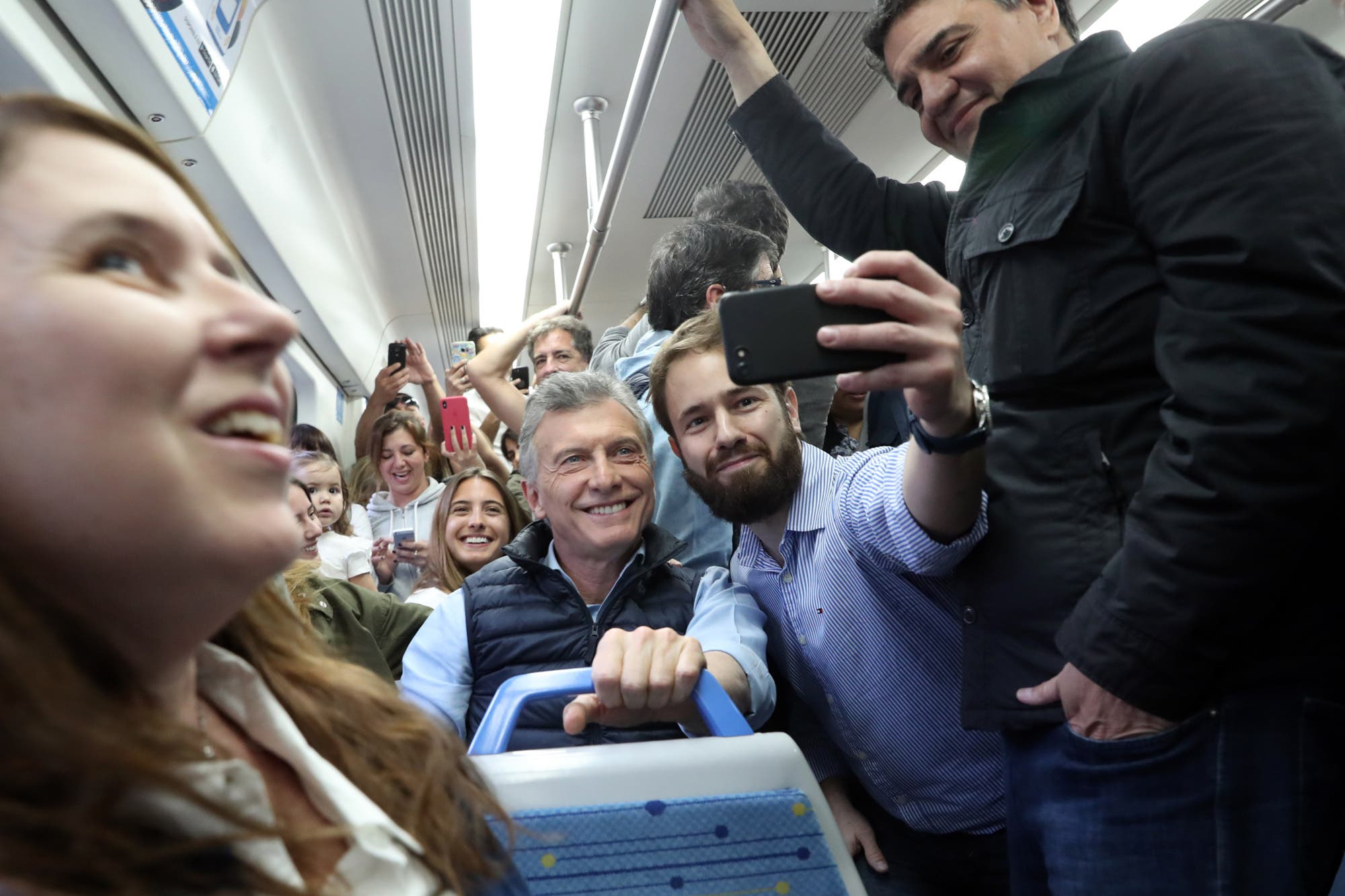 En la recta final de la campaña, Mauricio Macri vuelve a usar la artillería digital, pero con menor impulso
