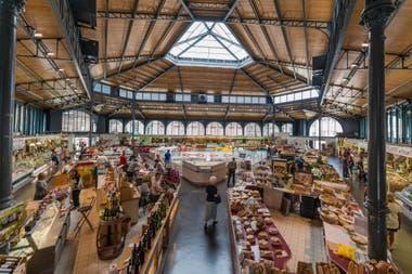Escala infaltable en el Mercado Cubierto para probar quesos y pastelería