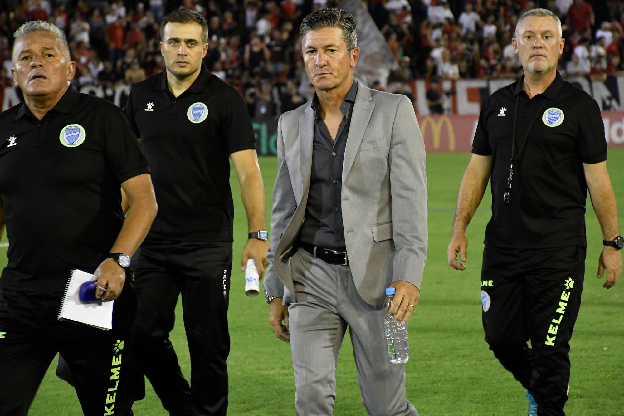 Godoy Cruz despidió a Mario Sciacqua y Jorge Almirón suena como su reemplazante