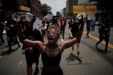 Una manifestante durante la marcha en las cercanías de la Casa Blanca