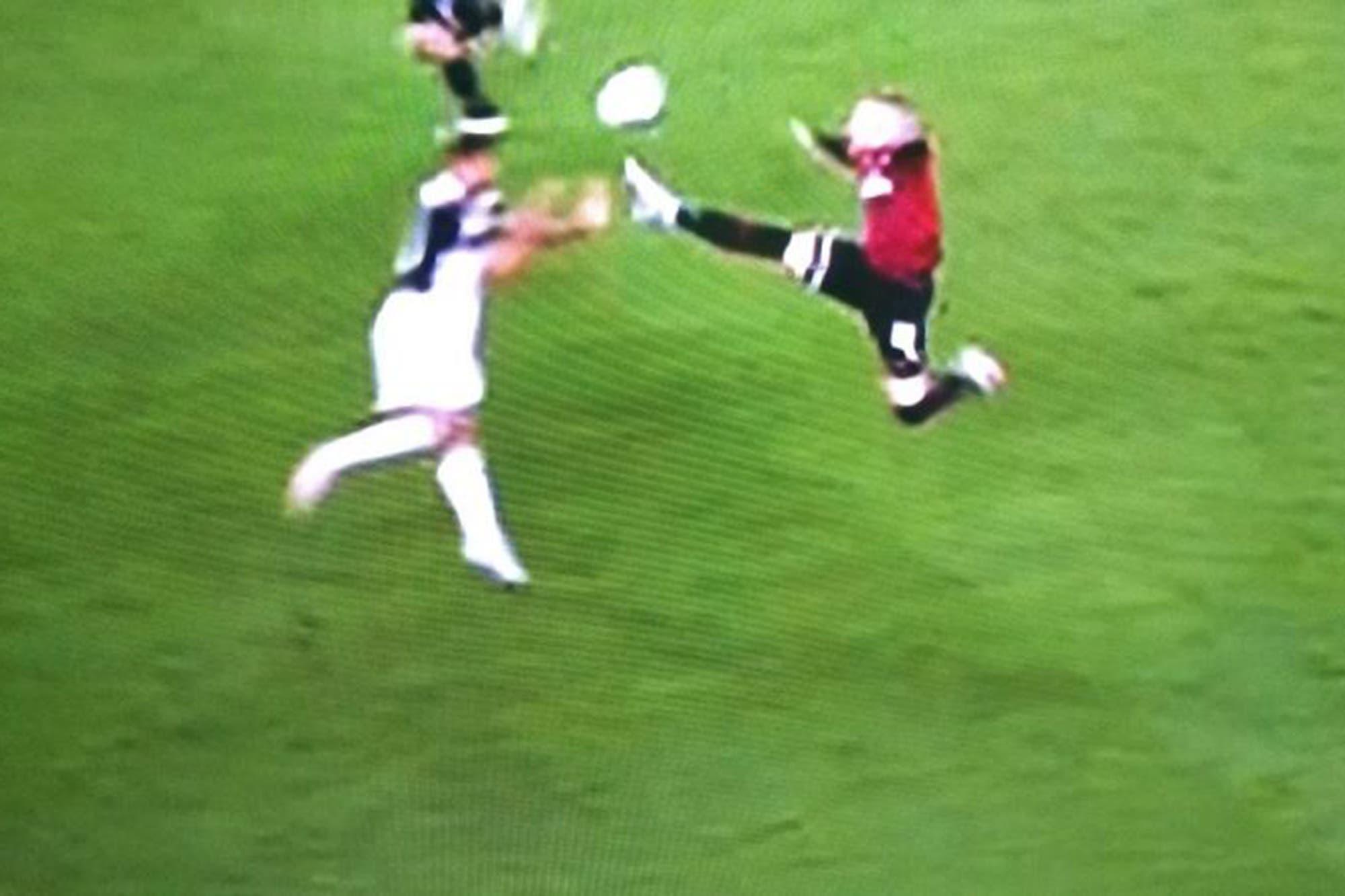 Copa Italia: Cristiano erró un penal de Juventus y Rebic fue expulsado en Milan por una patada voladora, todo en cinco segundos