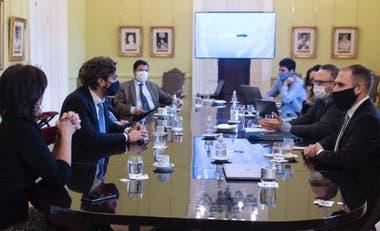 Nueva reunión del equipo económico tras las medidas cambiarias