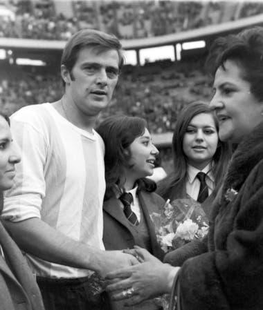 Agosto de 1969, en la Bombonera, Marzolini antes de un partido por las eliminatorias mundialistas, con la camiseta de la selección