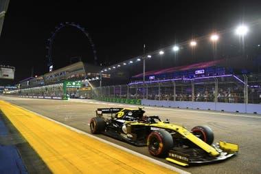 En la última temporada en Renault, Nico Hülkenberg logró 37 puntos y finalizó en el decimocuarto puesto en el campeonato de pilotos; su mejor clasificación fue el quinto lugar en el Gran Premio de Italia, en Monza