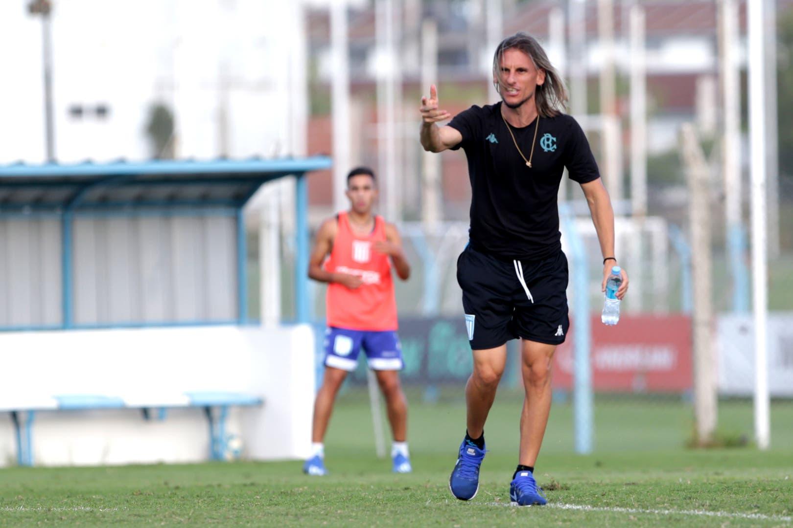 Sebastián Beccacece, el entrenador de un Racing que tendrá menos de seis semanas hasta su debut en la Copa