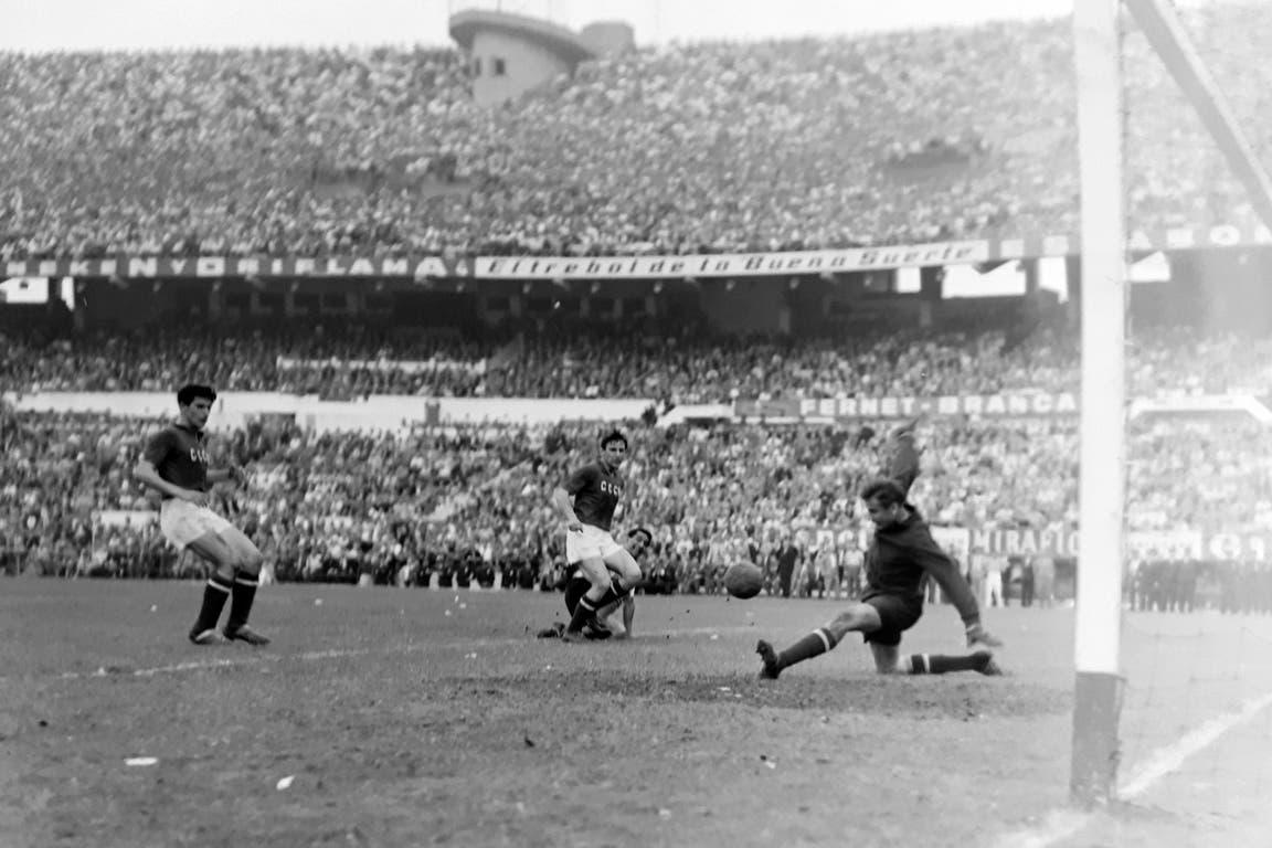Lev Yashin (18 de noviembre de 1961): Unión Soviética jugó un amistoso con selección en el Monumental (2-1 para los soviéticos); fue en devolución de la visita que la Argentina había hecho a Moscú el 24 de junio (0-0); el mítico arquero, la Araña Negra, se lesionó y no jugó el segundo tiempo