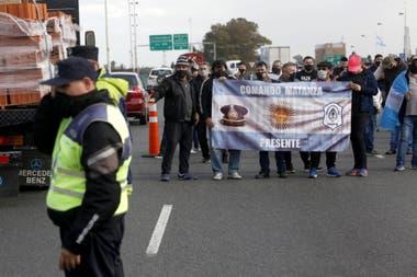 Tensión en Puente 12 por otra protesta de policías bonaerenses por reclamos salariales