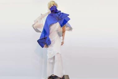 Min Agostini presentó prendas mutables, que se pueden transformar en varias