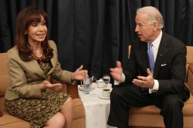 Marzo de 2009: la presidenta argentina Cristina Fernández de Kirchner, con el vicepresidente norteamericano Joe Biden, durante la Cumbre de Viña del Mar