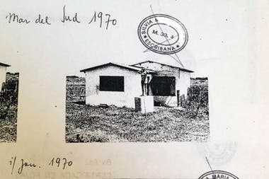 Cuando Laureano Clavero confirmó con Julio Mutti que Richard Schmidt era un nazi de relevancia en la Argentina, le pidió al propietario si podía compartirle, bajo estricta reserva, los documetos de la compra que había hecho a los tres hermanos alemanes