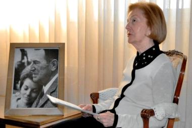 Isabel Perón, en una imagen de hace seis años tomada en su casa de Villanueva de la Cañada, Madrid; la expresidenta cumple 90 años rodeada de recuerdos de su esposo
