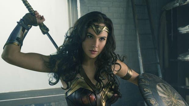 Gal Gadot renunciaría a ser la Mujer Maravilla si no despiden a Brett Ratner como director y productor del film