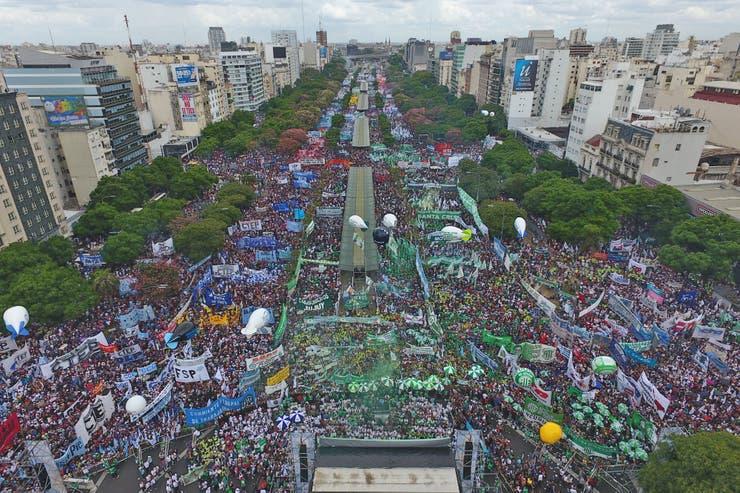 Resultado de imagen para foto aerea marcha moyano