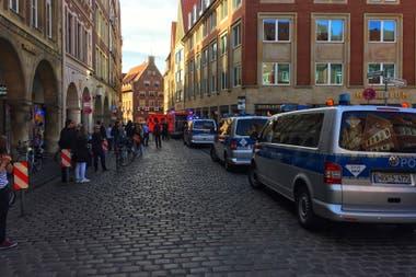 La policía pidió expresamente a la población que evite la zona afectada