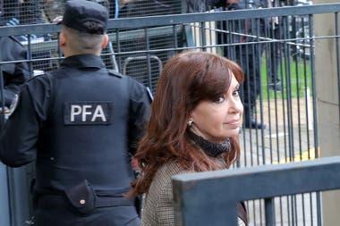 Cristina Kirchnner, complicada por un mega escándalo de corrupción