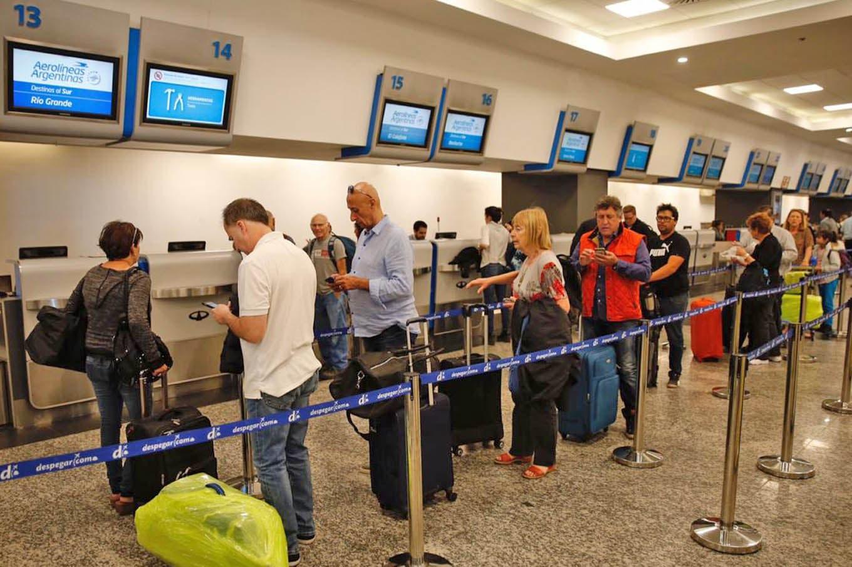 Conflicto en Aerolíneas Argentinas: los gremios anunciaron un paro de 24 horas para el próximo lunes
