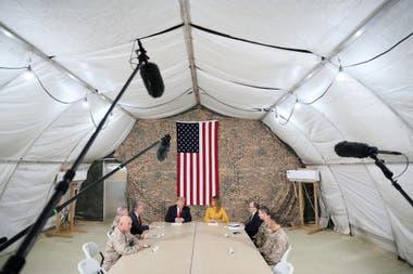 El presidente Donald Trump y la primera dama Melania Trump, visitan las tropas de EE. UU. en Irak