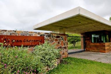 La entrada principal al complejo que se construyó en un cerro