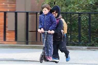 El insólito transporte de Peter Dinklage para llevar a su hija al colegio