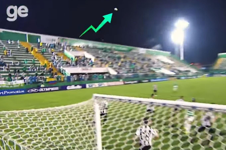 El extraño movimiento de la pelota en el estadio de Chapecoense: la hipótesis que dio un profesor de física sobre el efecto