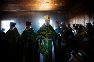 Una celebración rusa en la capilla ortodoxa de Fort Ross, Jenner, California