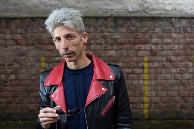 Se llama igual que su tío, Federico Moura y lidera Viralisados, la banda que toca los temas de Virus y que comparte con un histórico de la banda de los 80: Mario Serra
