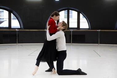 Casi 70 bailarines participan de esta producción que tiene siete cambios de escenografía