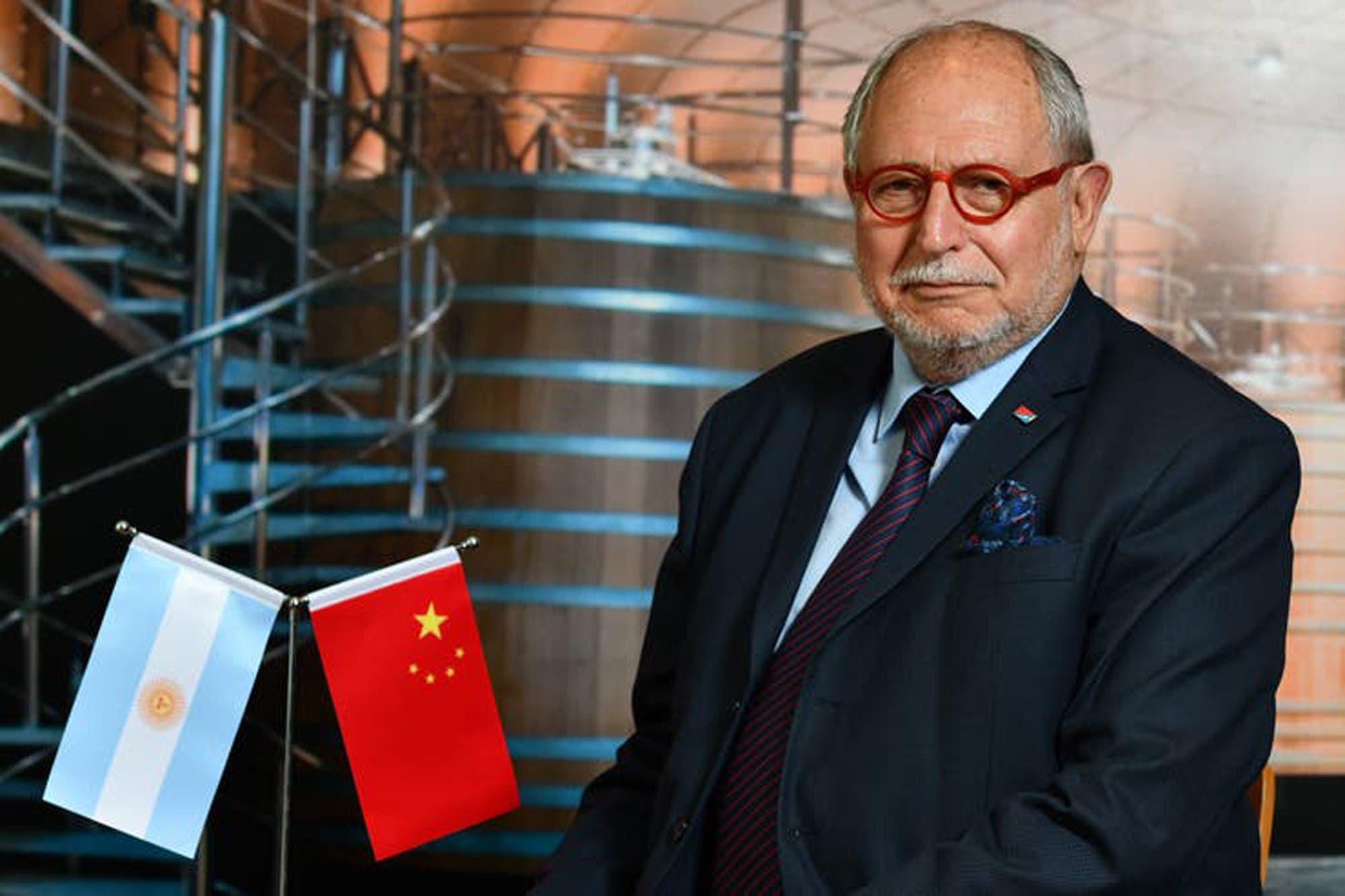 """Diego Guelar: """"En China todo bicho que camina va a parar al asador ..."""