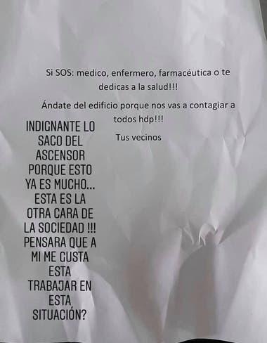 En el centro de la nota está el mensaje intimidatorio que recibió Fernando Gaitán en su edificio. A la izquierda, la reflexión que el jóven compartió a sus familiares