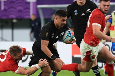 Mo´unga, como apertura de los All Blacks