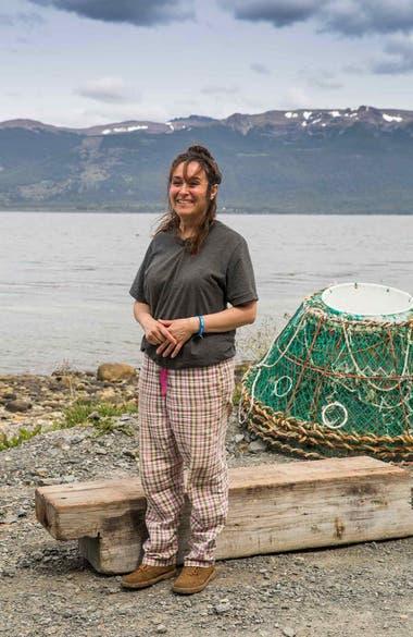 Diana Méndez, la única mujer capitana de barco en la provincia, dueña junto con su familia de Puerto Pirata.