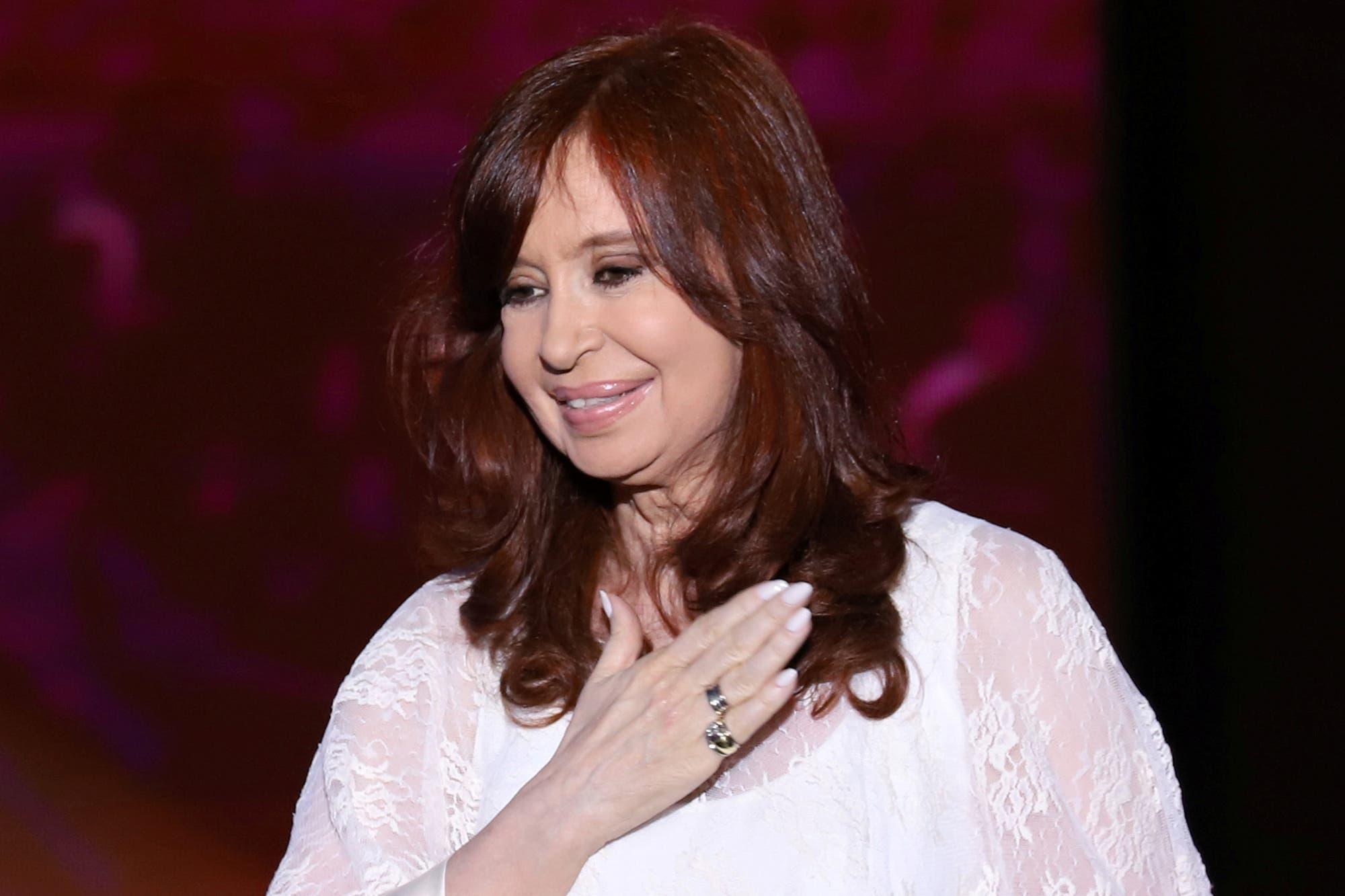 """Cristina Kirchner bromeó con los ataques a silobolsas: """"Me encanta el humor, y cuando es inteligente... más"""""""