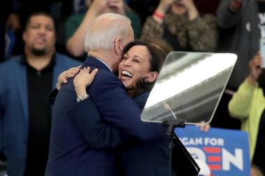 El candidato demócrata a la presidencia de Estados Unidos, Joe Biden, y su ahora candidata a la vicepresidencia Kamala Harris