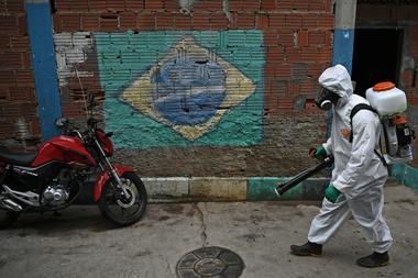 Bolsonaro instrumentó subsidios por la pandemia, pero ya anticipó su derogación junto con otros cambios en la distribución de recursos