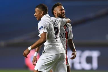 Neymar y Kylian Mbappe en un partido llevado a cabo en Portugal, en agosto
