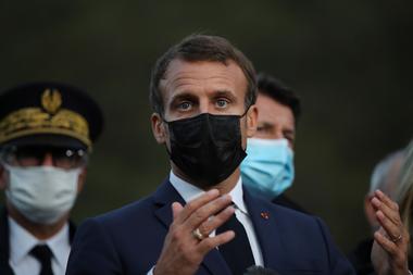 El presidente francés Emmanuel Macron anunciará hoy nuevas restricciones para frenar la propagación del coronavirus