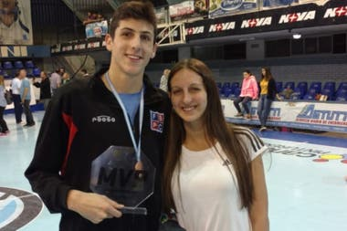 Leandro Bolmaro junto con su hermana Camila, en una imagen de archivo.