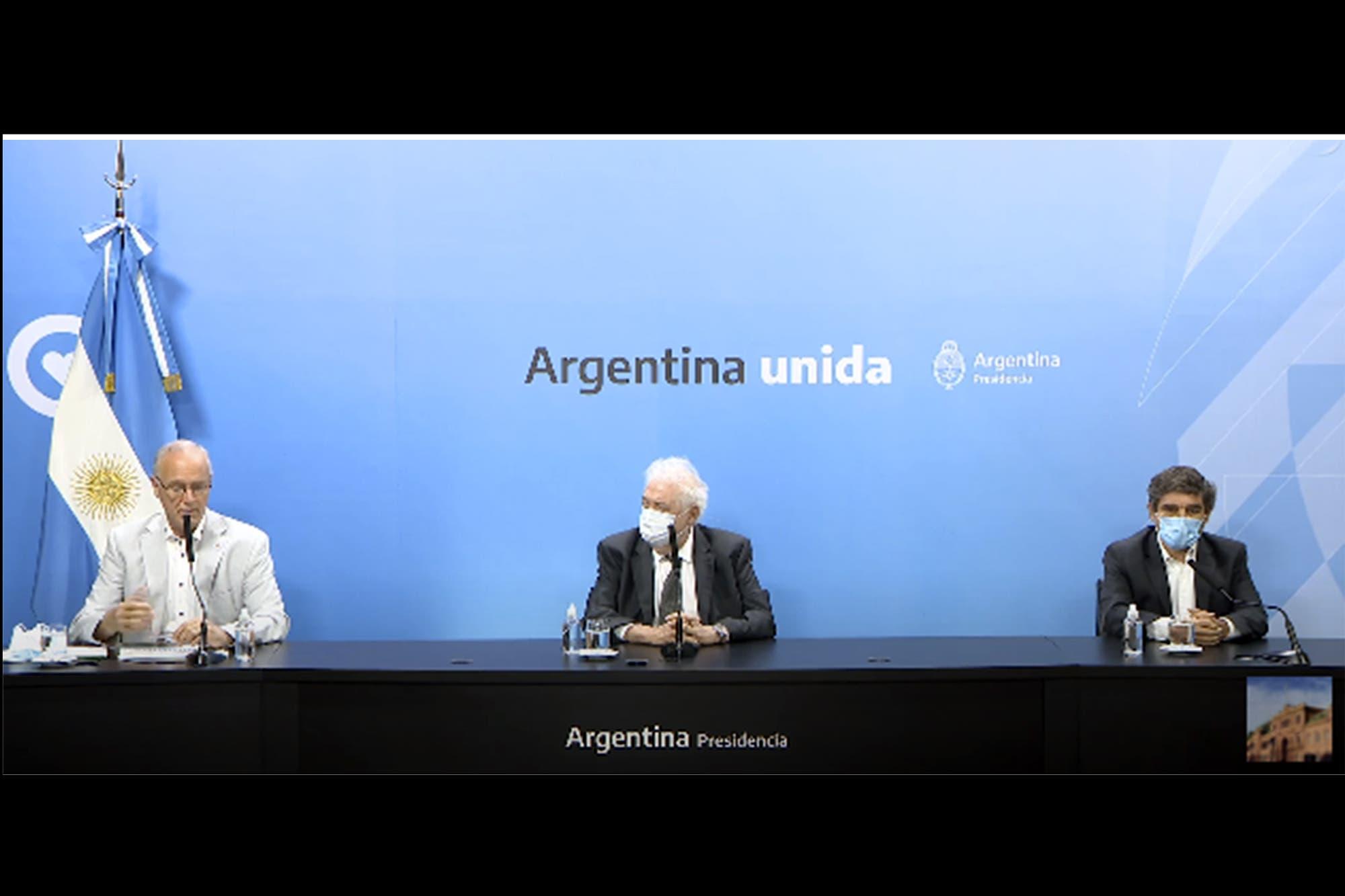"""Coronavirus en la Argentina: junto a Daniel Gollan y Fernán Quirós, Ginés González García pidió """"aumentar los cuidados"""" de cara a las Fiestas"""