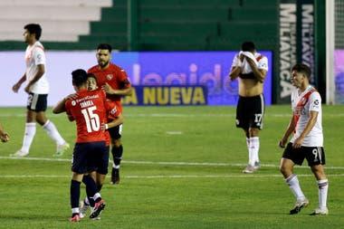Alan Velasco festeja uno de sus dos goles a River; el chico de 18 años es una joya de Independiente y le aplicó a River el segundo golpe en cinco días.