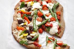 Pizza integral mitad de espárragos y mitad de champiñones