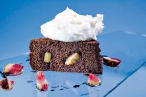 Torta húmeda de chocolate con helado de mascarpone