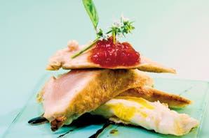 Pechugas de pollo con huevo enchilado