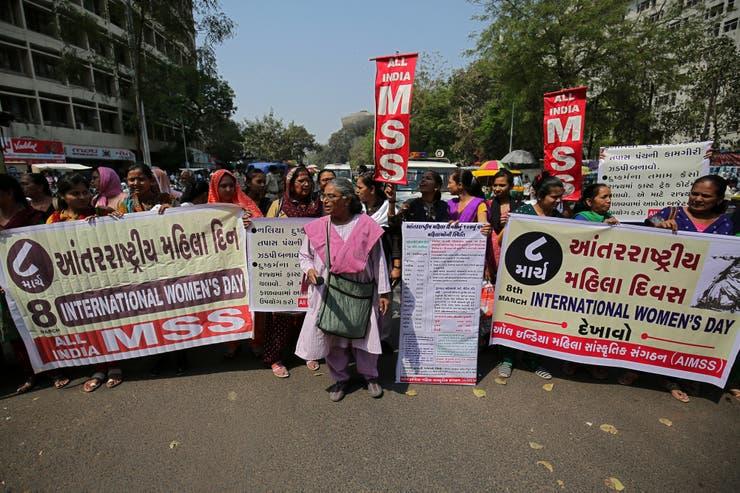 Más mujeres conmemoran el 8M en Ahmedabad, India