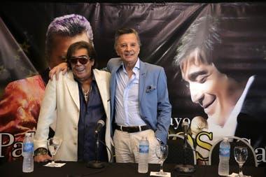 Cacho Castaña y Palito Ortega en abril de 2018, antes de su show en el Luna Park