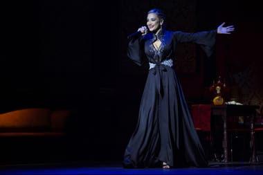 Andrea Ghidone debutó en el teatro Regina con Madame Tango; desde diciembre, el espectáculo que narra los comienzos del tango se exhibe en el Lola Membrives y acaba de alcanzar la cifra de 10.000 espectadores