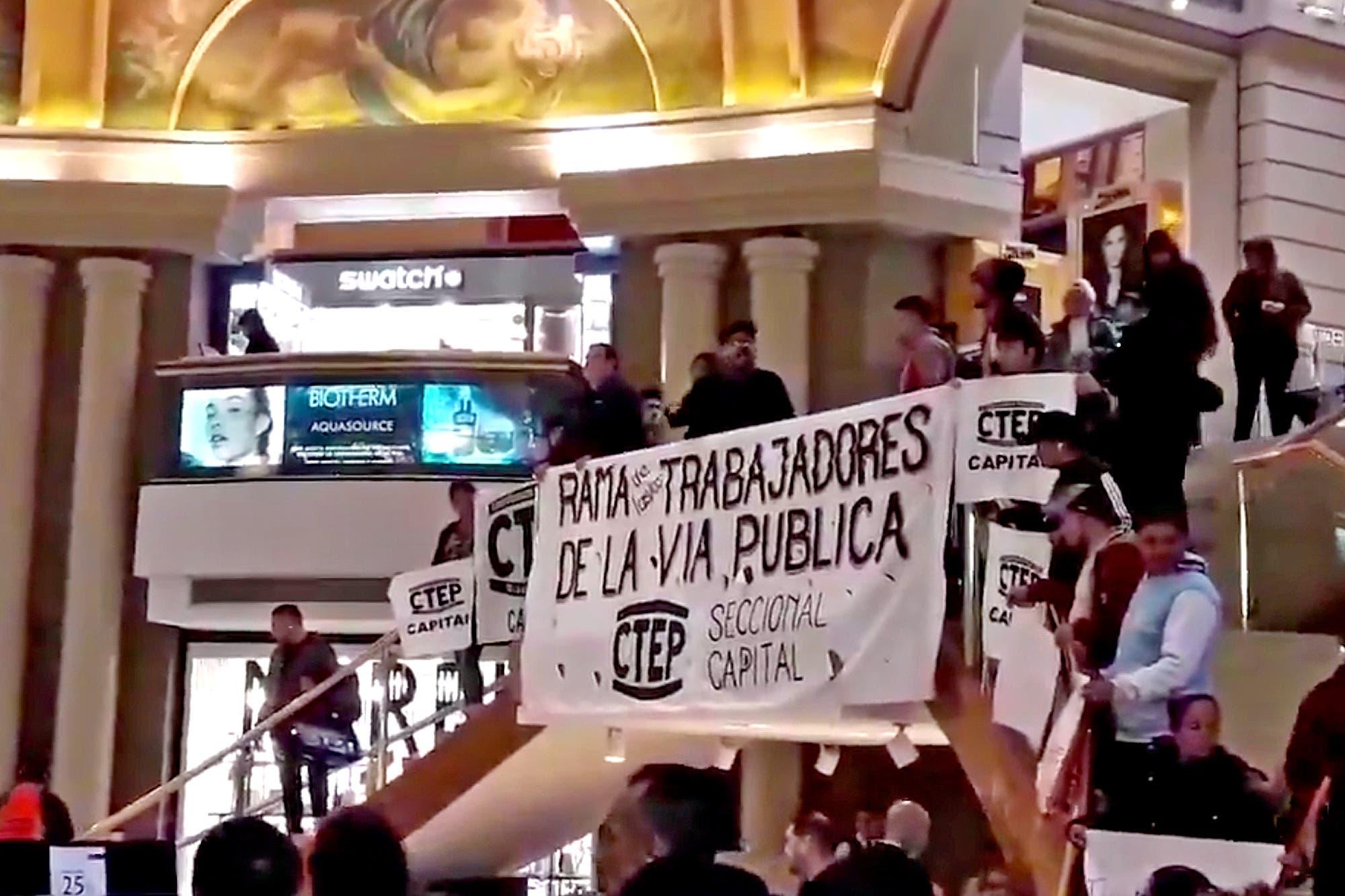 Uno por uno: cuáles eran los reclamos que hicieron los manifestantes en los shoppings porteños