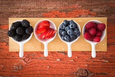 Ricos en vitamina C y antioxidantes, los frutos rojos evitan la fatiga y aportan energía